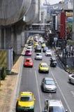 Bangkok cityscape - trafik Arkivfoto