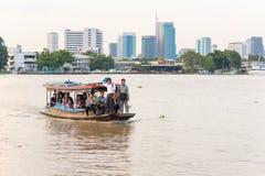 Free Bangkok: Commuters Cross The Chao Phraya River On The Ferry Stock Photo - 162008830