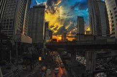 bangkok Coucher du soleil de route de Sathorn Photos stock