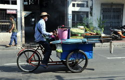 bangkok cykelmat hans säljare thailand royaltyfri foto