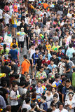 Bangkok 15 de abril: El festival de Songkran en el camino de Silom, Bangkok, es Foto de archivo libre de regalías
