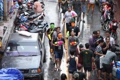 Bangkok 15 de abril: El festival de Songkran en el camino de Silom, Bangkok, es Fotografía de archivo libre de regalías