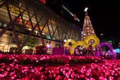 BANGKOK - 4 DE DICIEMBRE: Árbol de X'mas en el mundo central el 4 de diciembre de 2015 C Imágenes de archivo libres de regalías