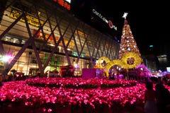 BANGKOK - 4 DE DICIEMBRE: Árbol de X'mas en el mundo central el 4 de diciembre de 2015 C Foto de archivo