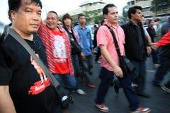 BANGKOK - 10 DE DICIEMBRE: Demostración roja de la protesta de las camisas - Tailandia Foto de archivo