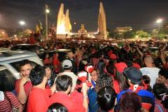 BANGKOK - 10 DE DICIEMBRE: Demostración roja de la protesta de las camisas - Tailandia Fotografía de archivo libre de regalías