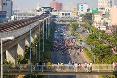 BANGKOK 22 DE DICIEMBRE: Manifestantes tailandeses no identificados todo alrededor de Bangkok Foto de archivo libre de regalías