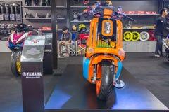 BANGKOK - 5 DE JULIO: Demostración modificada de la motocicleta en Bangkok Internati Fotografía de archivo