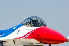 BANGKOK - 23 DE MARZO: Salón aeronáutico tailandés del equipo de Breitling Jet Team Under The Royal Sky Breitling y de la fuerza a Imagenes de archivo
