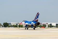 BANGKOK - 23 DE MARZO: Salón aeronáutico tailandés del equipo de Breitling Jet Team Under The Royal Sky Breitling y de la fuerza a Imágenes de archivo libres de regalías