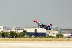 BANGKOK - 23 DE MARZO: Salón aeronáutico tailandés del equipo de Breitling Jet Team Under The Royal Sky Breitling y de la fuerza a Fotos de archivo libres de regalías