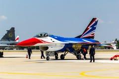 BANGKOK - 23 DE MARZO: Salón aeronáutico tailandés del equipo de Breitling Jet Team Under The Royal Sky Breitling y de la fuerza a Fotografía de archivo