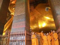 BANGKOK - 9 DE MAYO Buda de descanso en el templo de Wat Pho el 9 de mayo de 2014 en Bangkok, Tailandia Nombran a Wat Pho después Imágenes de archivo libres de regalías