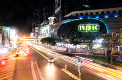 BANGKOK - 7 DE NOVIEMBRE: La alameda de compras más famosa de MBK en Tailandia encendido Imágenes de archivo libres de regalías