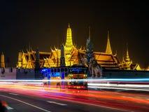 BANGKOK - 18 DE OCTUBRE las señales más famosas de la ciudad que era en 1782 Wat Phra Kaew construido de la tarde real, oct de Ba foto de archivo libre de regalías