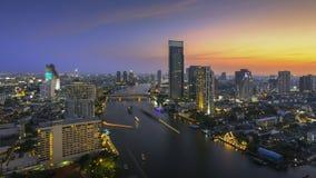 Bangkok, de stad van rivier bij schemering Stock Afbeeldingen