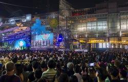 BANGKOK 31 December: de mensen komen bij centraal wereldwinkelcentrum Royalty-vrije Stock Fotografie
