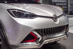 BANGKOK - December 01: MG bil på skärm på den motoriska expon 2015 Royaltyfri Fotografi
