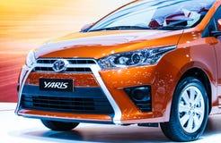 BANGKOK - DECEMBER 1: Toyota Yaris op vertoning in 30ste Thail Stock Foto's