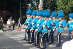 BANGKOK - 2. DEZEMBER: Thailändisches königliches Schutzmilitär während des Königs Lizenzfreie Stockfotografie