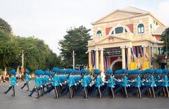 BANGKOK - 2. DEZEMBER: Thailändisches königliches Schutzmilitär während des Königs Stockfotos