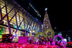 BANGKOK - 4. DEZEMBER: X'mas-Baum an der zentralen Welt Stockbild