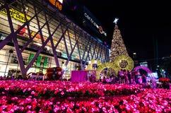 BANGKOK - 4. DEZEMBER: X'mas-Baum an der zentralen Welt Stockbilder