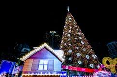 BANGKOK - 4. DEZEMBER: X'mas-Baum an der zentralen Welt Lizenzfreie Stockbilder