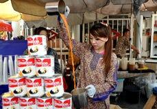 bangkok double som gör den teathailand kvinnan royaltyfria foton