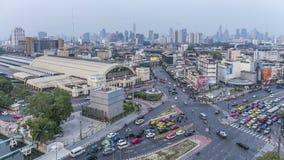 Bangkok dzień nocy linia horyzontu Widok z lotu ptaka ruch drogowy Bangkok Hua Lamphong kolej zbiory wideo