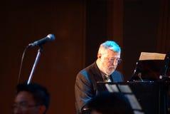 BANGKOK EL 9 DE OCTUBRE: Dan Haerle que juega el piano fotos de archivo