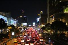 Bangkok för stadstrafik natt royaltyfri bild