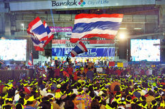 BANGKOK - FEB 1 : Unidentified protesters gather Patumwan intersection to anti government and ask to reform before election with ' Stock Photos