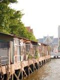 Bangkok gamla flodstrandhus arkivfoton