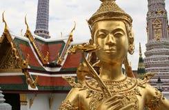 bangkok guld- storslagen kinnarislott Arkivbilder
