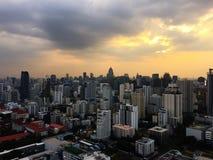 Bangkok-Himmel Scrapper lizenzfreie stockfotografie