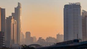 Bangkok i morgon med bts Royaltyfri Fotografi