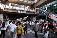 BANGKOK - 13. JANUAR 2014: Protestierender gegen die Regierung ral Stockfotos