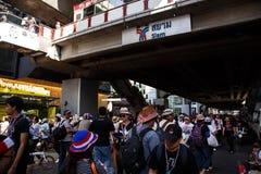 BANGKOK - 13. JANUAR 2014: Protestierender gegen die Regierung ral Lizenzfreie Stockfotos