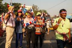 BANGKOK - JANUARI 9 2014: Personer som protesterar mot den regerings- rallen Royaltyfri Foto