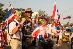 BANGKOK - JANUARI 9 2014: Personer som protesterar mot den regerings- rallen Royaltyfria Bilder