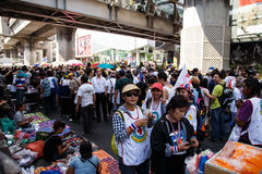 BANGKOK - 13 JANVIER 2014 : Protestataires contre le gouvernement ral Images stock