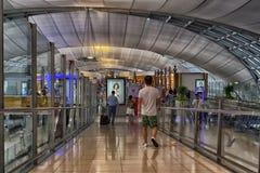 BANGKOK - 8 juillet : Terminal d'aéroport à l'aéroport de Suvarnabhumi Photographie stock libre de droits