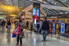 BANGKOK - 8 juillet : Terminal d'aéroport à l'aéroport de Suvarnabhumi Photos libres de droits