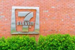 Bangkok landskap, Thailand - Maj 09, 2016: 7-Eleven logo - 7-El Arkivfoton