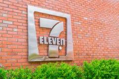Bangkok landskap, Thailand - Maj 09, 2016: 7-Eleven logo - 7-El Arkivbilder
