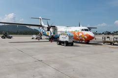 Bangkok-Luftflugzeug bereitet sich für das Verschalen und Flug vor Stockfoto