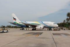 Bangkok-Luftflugzeug bereitet sich für das Verschalen und Flug vor Stockfotografie