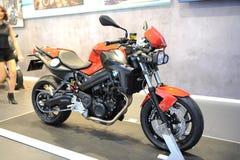 BANGKOK - MAART 24: DE MOTOR VAN BMW F 800 R Stock Fotografie