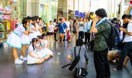 Een niet geïdentificeerde cosplay Band van het Meisje van de Dekking stelt. Royalty-vrije Stock Foto